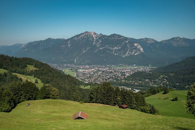 Wamberg, Eckbauer und Graseck  Wandern in Garmisch-Partenkirchen  Eiserne Brücke über der Partnachklamm  Start am Olympia Skistadion 15