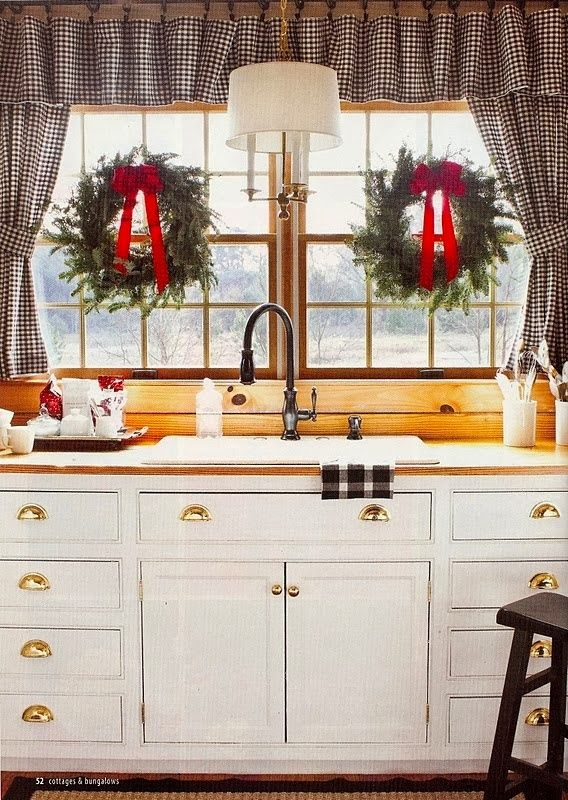 FOCAL POINT STYLING: CHRISTMAS KITCHEN DECORATING IDEAS