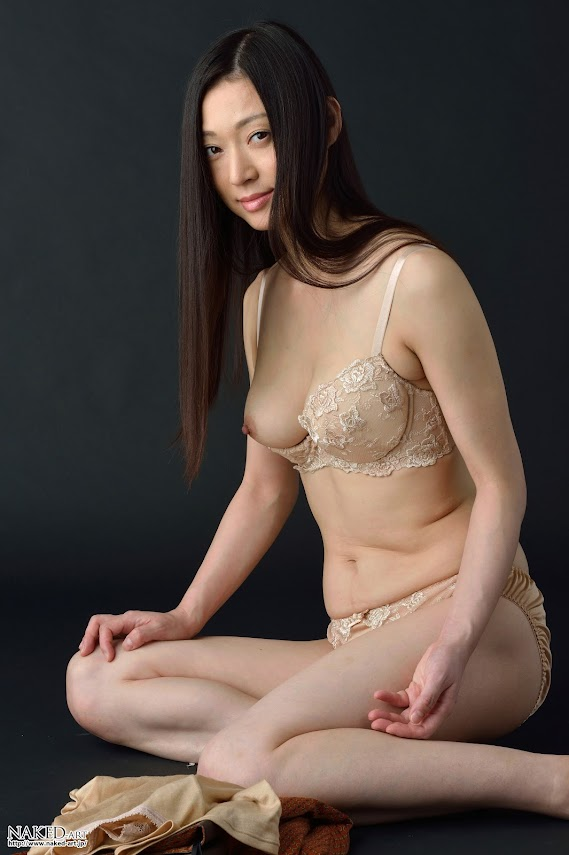 Naked-Art_084_Photo_No.00588_Misae_Fukomoto.rar NakedArt-588