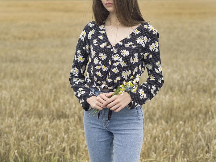 z czym nosić koszulę w kwiaty