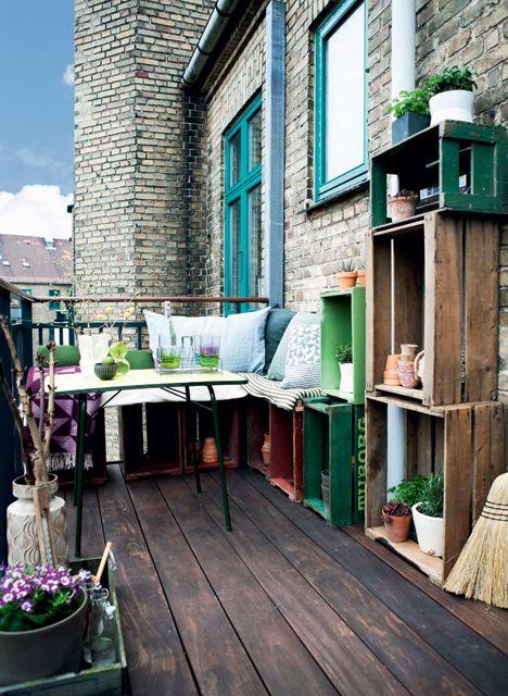 skrzynki po owocach na balkonie, komoda ze skrzynek po owocach