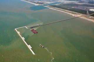 http://vnoticia.com.br/noticia/2750-porto-do-acu-quer-ter-sua-propria-refinaria