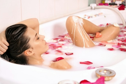 Benefits of Milk Bath for Beauty and How to Make It