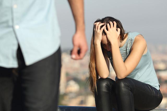 Jika Pasanganmu Meninggalkanmu Demi Orang Lain, Ikhlaskanlah Karena Penghianat Lebih Cocok Dengan Penggoda