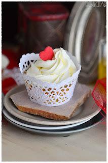 Cupcakes san valentín- Como hacer wrapper (envoltorio casero) y toppers para cupcakes- envoltorios para cupcakes- cupcakes wrapper- cupcakes wrappers- cápsulas para cupcakes- make personalized cupcakes-