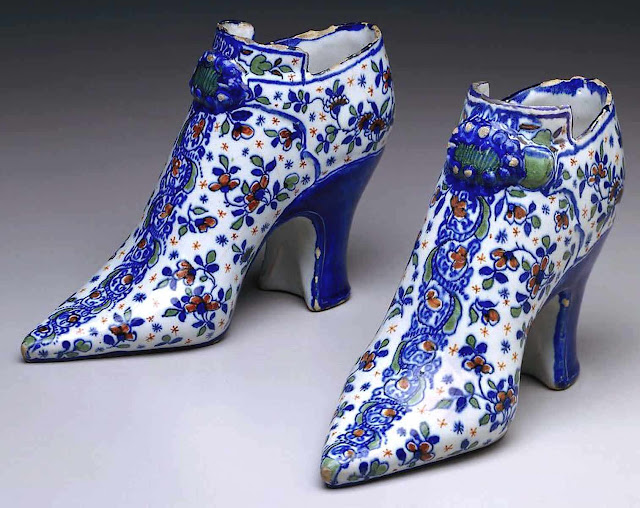1720 Delft shoes