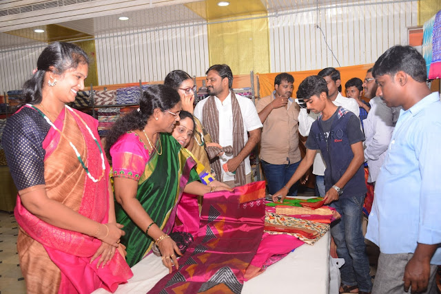 Pochampally IKAT art mela kick-start in City Inaugurated by Former Mayor Mrs. Veera Raghavamma