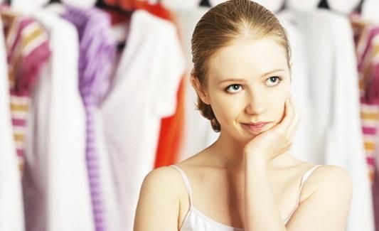Tips Berbusana Bagi Wanita dengan Postur yang Pendek