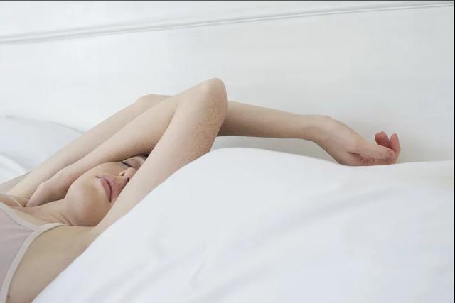 5 أشياء يجب أن تفعلها جميع النساء قبل الذهاب إلى السرير (5 Things All Women Should Do Before Going to Bed)