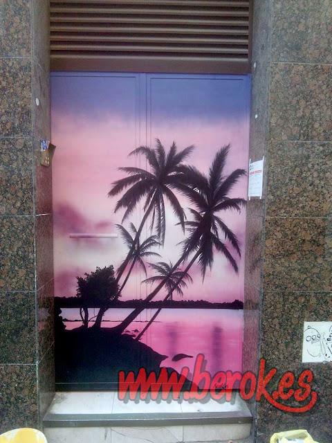 graffiti puerta palmeras Gracia