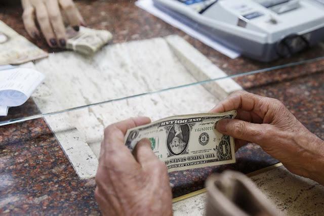 El salario mínimo del venezolano bajó a 6,38 dólares