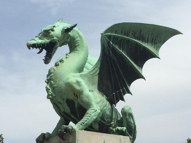Foto del dragón de Liubliana. Puente de los dragones. Juego de tronos. Ruta en autocaravana por Eslovenia | caravaneros.com