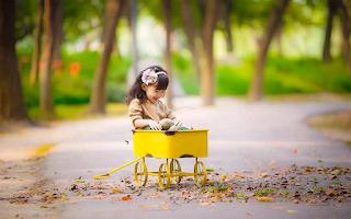 Siêu dễ thương: Chú bé 7 tháng tuổi mặc đồ chú tiểu, má đỏ như trái đào khiến cư dân mạng rung rinh