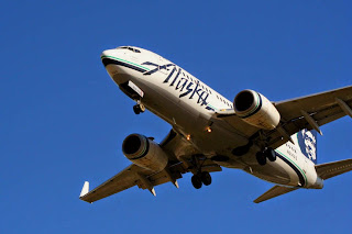 Alaska Airlines Boeing 737 on approach to Seattle Sea-Tac Airport
