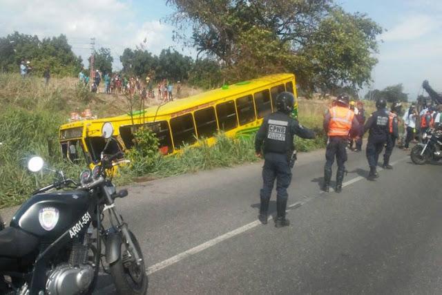 Delincuentes mataron a chofer de un autobús en movimiento - Hay varios Heridos