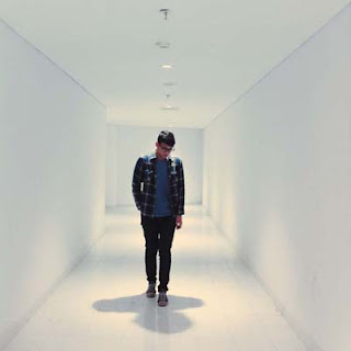 Lirik Lagu Ricky Rantung - Your Admirer