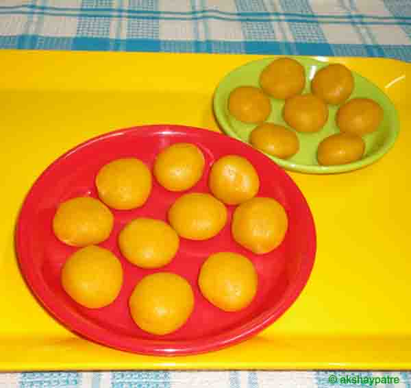 Mango mawa peda in a serving plate