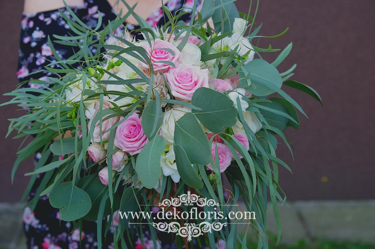 Różowy bukiet w stylu boho z eukaliptusem - ślub opolskie