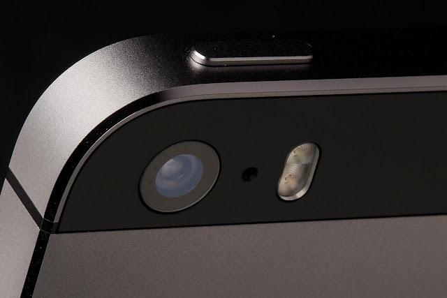 تطبيق-يمنحك-مائة-ميزة-لكاميرا-الأيفون