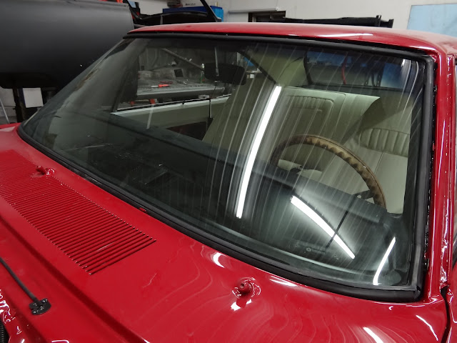 Mopar_windshield_installation