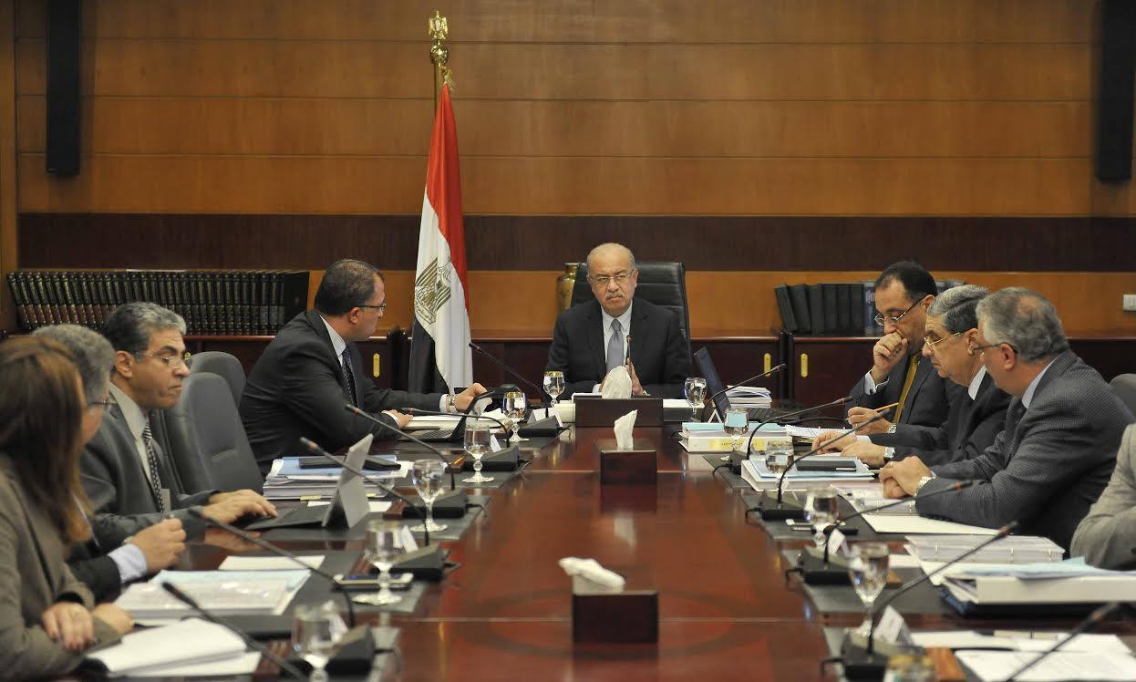 رئيس الوزراء يتفقد اجتماع لضبط امتحانات الثانوية العامة بمساعدة رجال الأمن