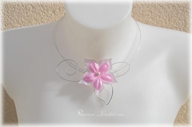 Collier romantique avec fleur en satin de soie