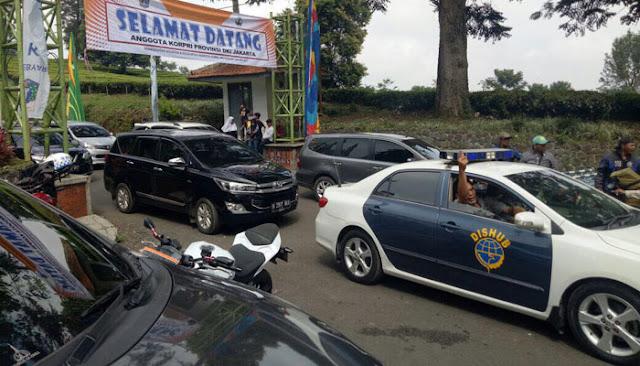 Melanggar Sistem Satu Arah di Puncak, Tujuh Mobil Pengawal Anies Ditilang, Simak Videonya!
