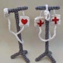 http://translate.google.es/translate?hl=es&sl=en&tl=es&u=http%3A%2F%2Fwww.amigurumitogo.com%2F2014%2F03%2FAmigurumi-Hospital--Drip-Pole-Pattern-Free.html