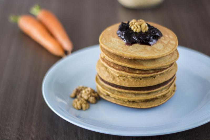pancakes de quinoa y zanahoria sin gluten, sin azúcar refinada, saludables