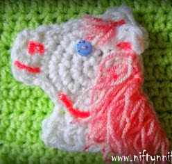 http://translate.googleusercontent.com/translate_c?depth=1&hl=es&rurl=translate.google.es&sl=en&tl=es&u=http://www.niftynnifer.com/2014/04/free-crochet-horse-head-motif-pattern.html&usg=ALkJrhjS2DrCgBFkmD4YukLtNOK45_AGjg