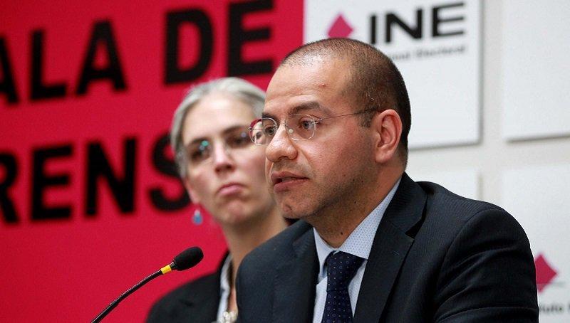 """El INE no investigó adecuadamente presunto """"fraude"""" de Morena, no hay delito: Consejero."""