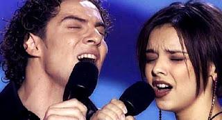 David Bisbal y Chenoa cantan Escondidos. OT El Reencuentro