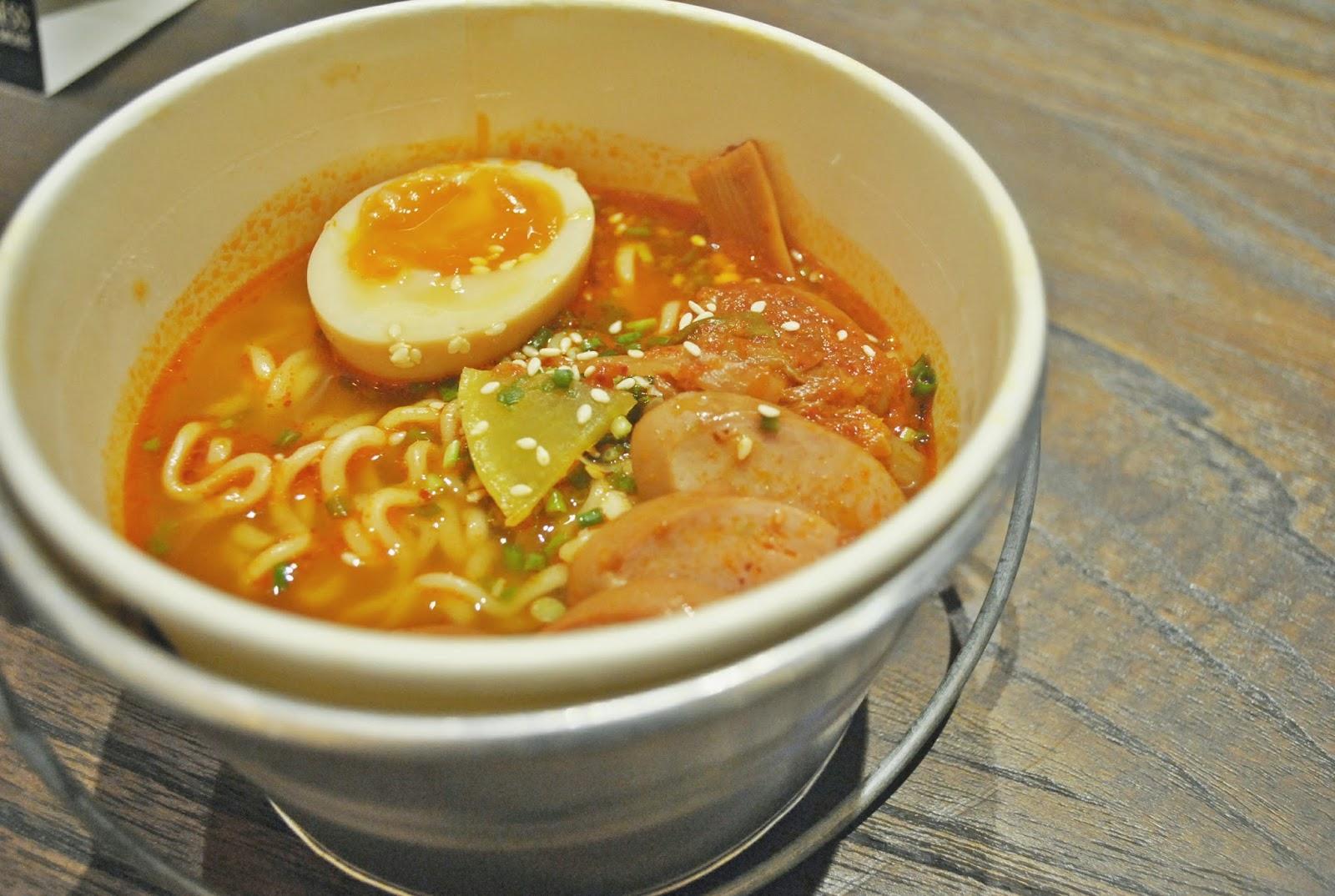 Sinsa Ramyun Kemang : Kuning-kuning Gemay - Kimchi Ramyun Soup 2