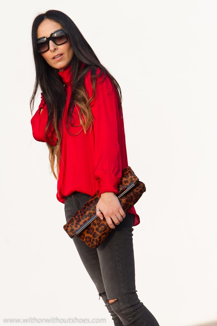 Blusa romu00e1ntica roja jeans rotos y Zapatos con tachuelas de Rebeca Sanver | With Or Without ...