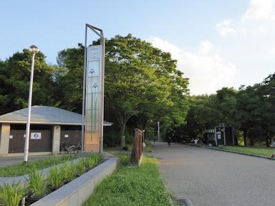 山田池公園・花しょうぶ園 時計とトイレ
