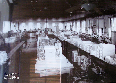 Bonaparte Iowa Fairfield Glove Company 1920