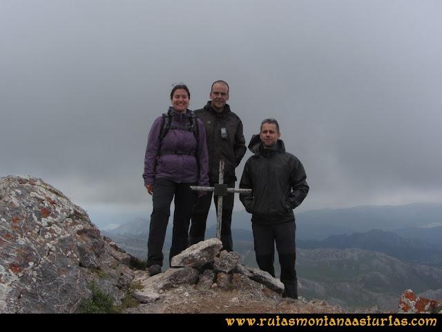 Ruta Peña Cerreos y Ubiña Pequeña: Cima de Peña Ubiña Pequeña