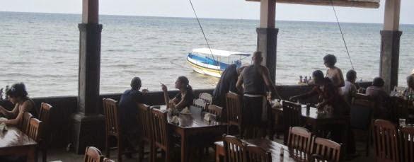 Makan Siang Di Restoran Pantai Lovina Singaraja - Pantai Lovina - Bali, Liburan, Perjalanan, Objek Wisata