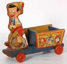Pinocho en su auto de carga.