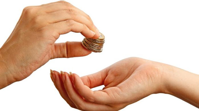 mendonasikan dana kepada orang lain