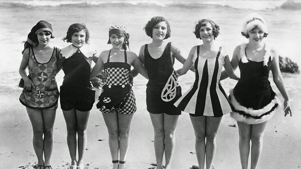 50 interesting vintage photos of daily life on the beach from the 1920s vintage everyday - Costumi da bagno del 1900 ...