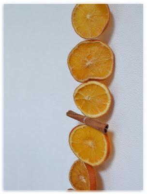 guirlande tranches d'oranges et bâtons de cannelle