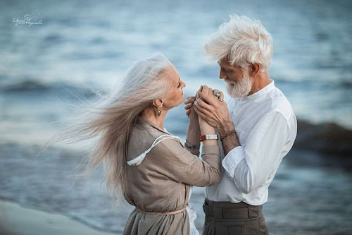 Old Couple Holding Hand Romantic Image
