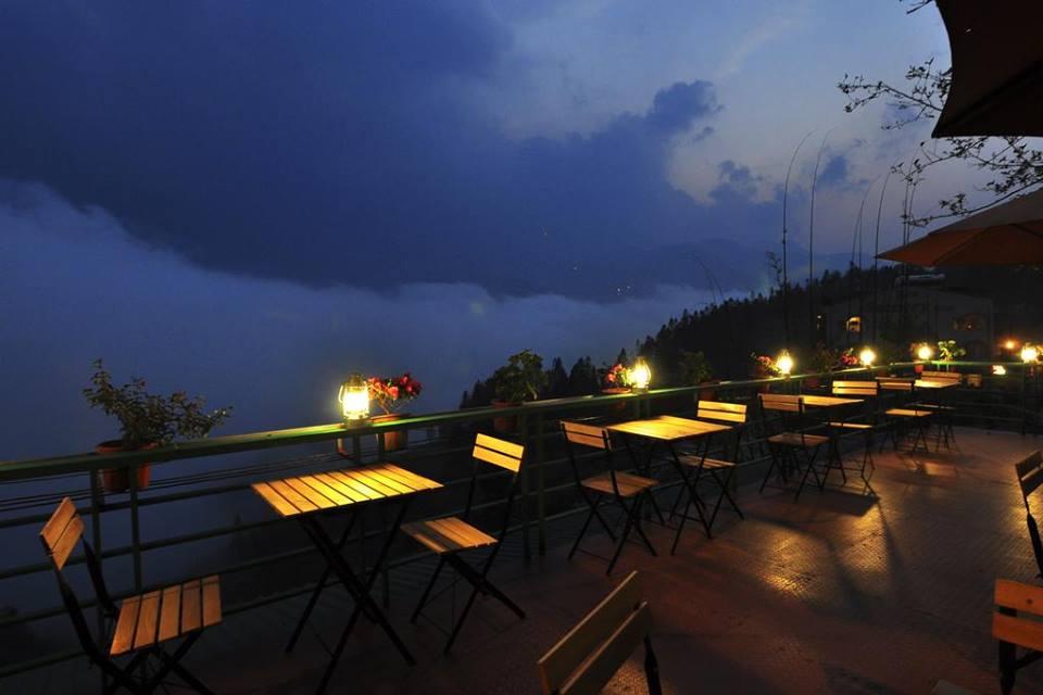 Fansipan Terrace về đêm