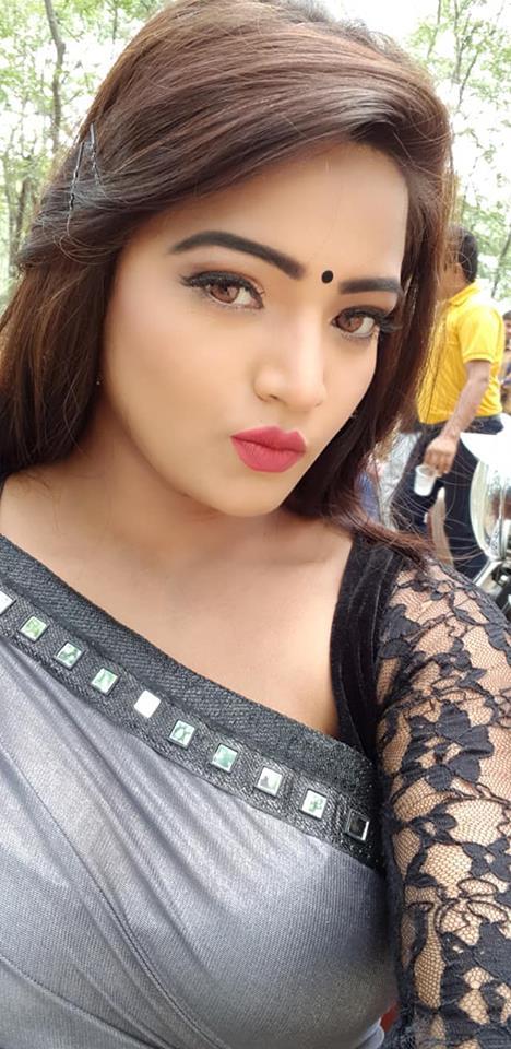 Diya Singh hot selfie image