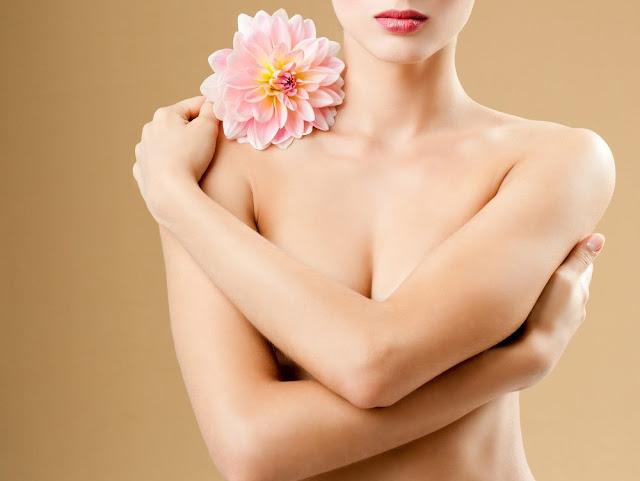 """Khắc phục """"màu cà tím"""" vùng nhũ hoa cho mẹ sau sinh"""