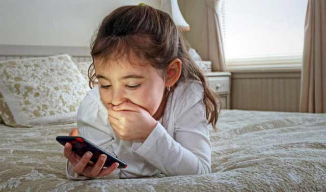 Perkembangan teknologi kian pesat. Ada dampak positif dan negatif dari pesatnya perkembangan teknologi ini, terlebih untuk anak-anak. Seorang pencipta teknologi Bill Gates menerapkan aturan tegas mengenai gadget pada anak-anaknya. Bill Gates adalah orang paling tahu baik atau tidaknya soal teknologi.