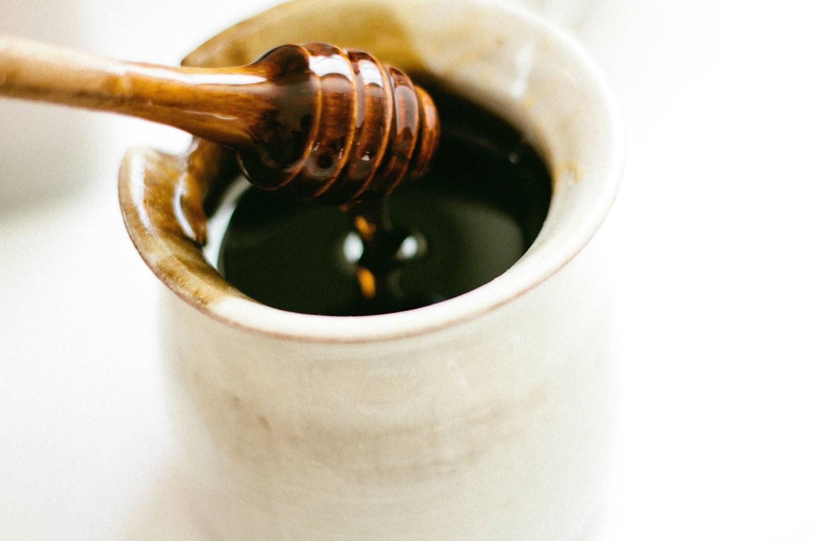 Miód a odchudzanie - do czego przyda się miód w domu?