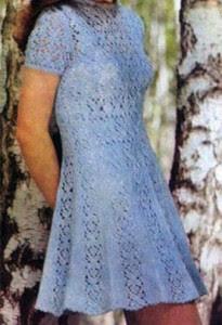 Ажурное платье связано из голубой шерстяной пряжи, сложенной в 4 нити и...