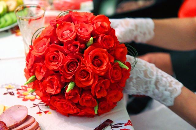 hoa cưới màu đỏ